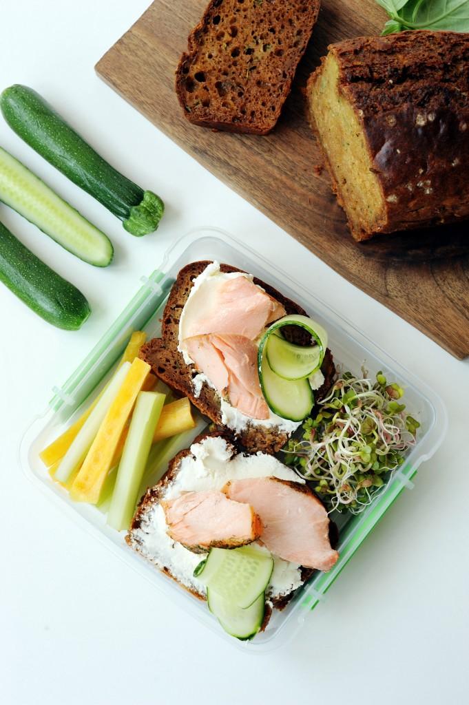 Lunch box - Chlebek cukiniowy i domowe pieczone mięso