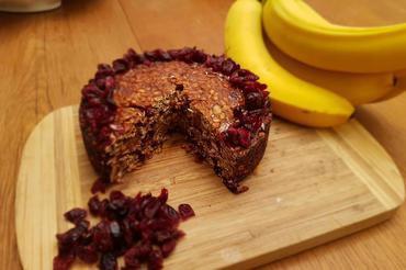 Produkt Wegańskie ciasto bananowe z żurawiną,  BEZ MĄKI średnica 16 cm - zdrowa żywność blisko Ciebie