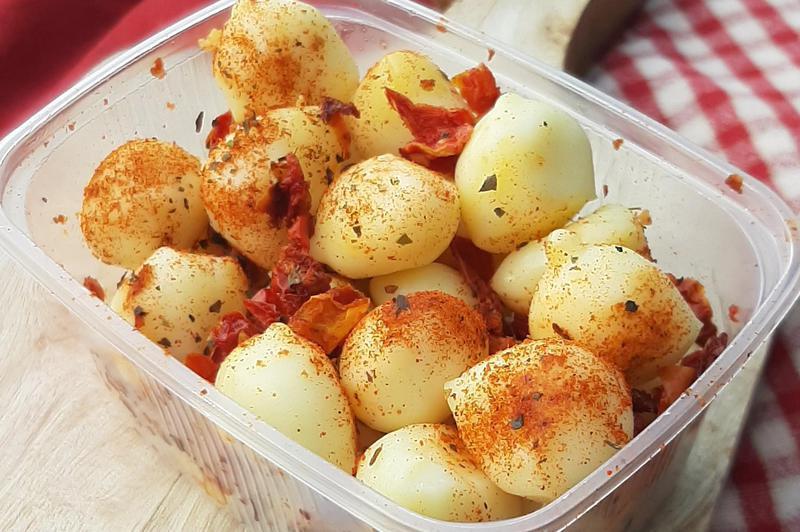 Produkt Kulki serowe owcze mozzarelki z suszonymi pomidorami i bruschettą - zdrowa żywność blisko Ciebie