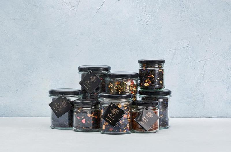 Produkt Herbata czarna PREMIUM z papają, jabłkiem, płatkami:  róży, nagietka i bławatka - zdrowa żywność blisko Ciebie