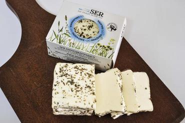 Produkt Ser typu HALLOUMI w posypce z soli i zielonej mięty. - zdrowa żywność blisko Ciebie